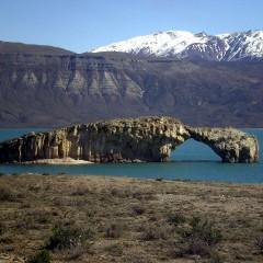 Arco de Piedra en el Lago Posadas