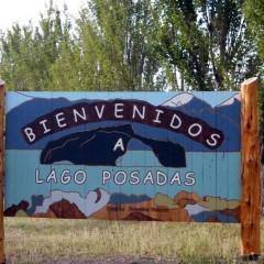 Cartel de ingreso al pueblo - Complejo Las Lengas - Lago Posadas, Santa Cruz